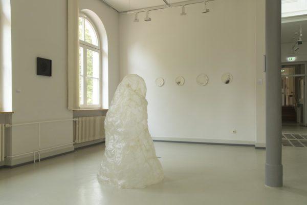 Kunst sorg IV installation reispapier